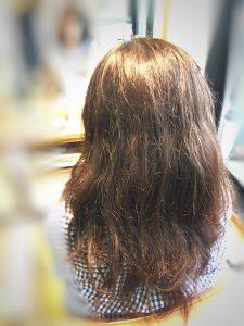 髪のうねり 広がり